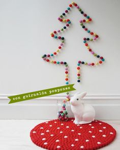 Hoy traemos 5 ideas buenas, bonitas y low cost para que montes en casa el árbol de Navidad más original de todos, en un ratito.