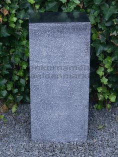 Zuil geribbeld 72x25x30 cm uit terrazzo - € 90,00