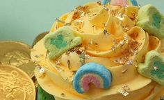 5 Lucky Charms cupcakes for St. Patrick's Day plus recipe links and cereal history facts