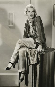Glenda FARRELL (1904-1971) Bio * AFI Top Actress nominee > Active 1928–69 > Born 30 June 1904 Oklahoma > Died 1 May 1971 (aged 66) New York, lung cancer > Spouses: Thomas Richards (1921–29 div); Dr. Henry Ross (1941–71, her death) > Children: 1 When searching images, I noticed she was smoking in a lot of them, and wondered if she died from cancer, and she did - lung cancer. Photo c.1935