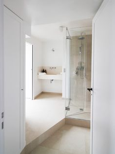 Contemporary Bathroom Design Ideas, Pictures, Remodel, and Decor - page 10