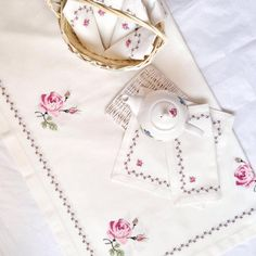 Etamin Table Cloth Samples with Decoration Cross Stitch Rose, Cross Stitch Borders, Cross Stitch Flowers, Cross Stitch Patterns, Beaded Embroidery, Cross Stitch Embroidery, Hand Embroidery, Embroidery Designs, Christmas Flowers