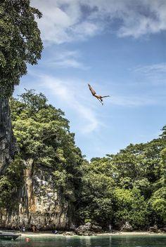 Cliff Diving: os incríveis saltos de um penhasco na Tailândia