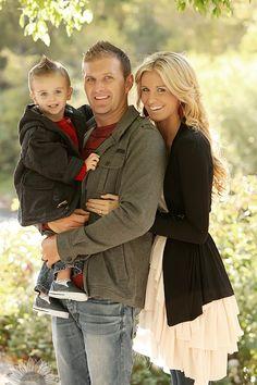 toddler and parents -  http://4.bp.blogspot.com/-M0bLkZUpX8k/UNFuXUiJhnI/AAAAAAAAGE8/TiFyfPV7LPM/s1600/313658_294734557205869_1725015317_n.jpg