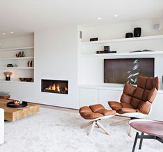Great Wall with shelves fireplace and media Basement Fireplace, Home Fireplace, Living Room With Fireplace, Fireplace Design, Living Room Tv, Home And Living, Dining Room, Mantel Styling, Muebles Living