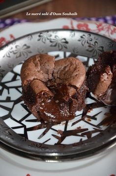 flowing chocolate heart from Cyril Lignac Banana Dessert Recipes, Milk Recipes, Köstliche Desserts, Delicious Desserts, Cake Recipes, Health Desserts, Cooking Recipes, Desserts With Chocolate Chips, Chocolate Recipes