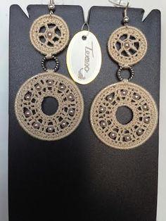 # Orecchini doppio cerchio in cotone beige e perline sintetiche, Mod. 29 Color Coc.
