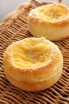 Custard cream bread with streussel Donuts, Baked Doughnuts, Sweets Recipes, Bread Recipes, Baking Recipes, Desserts, Sweet Pastries, Bread And Pastries, Japanese Bread