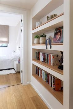 This Easy Yet Chic Way to Display Art at Home Requires Zero Nails - Haus - Wohnträume - Shelves Living Room Shelves, Home Living Room, Bedroom With Bookshelves, French Living Rooms, White Shelves, Timber Shelves, Bookshelves Built In, Bookcases, Sweet Home