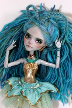 This is truly a unique OOAK doll and a work of art. This is a very beautiful custom doll. Her character and repaint was done by very talented Kamarza.