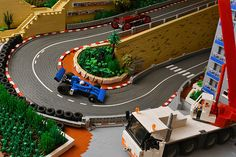 According to any fan of motor racing series, there are exactly 18 sights in a tiny city-state of Monaco. Of course, these are 18 iconic turns of the Monaco Gran Prix circuit, each is unique and has its own character. Building the whole track with LEGO bricks would be quite an ambitious task, but Simon …