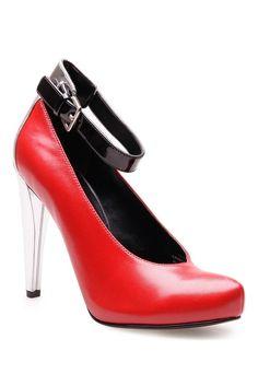 nine-west รองเท้าส้นสูงสีแดง