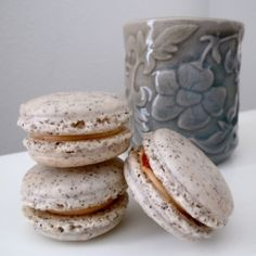 Earl Grey macaroons with Salted Caramel filling (via foodjetaime)