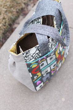supertote by noodlehead  Like I need any more bag patterns. But I love this one.