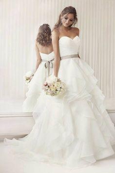 vestidos-de-novia-originales-2017-corte-princesa-falda-asimetrica – Vestidos de Novia 2017