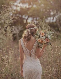 Ideas para bodas - Boho : bridal hair style for bohemian wedding with flower headpiece Autumn Wedding, Chic Wedding, Summer Wedding, Wedding Styles, Dream Wedding, Wedding Day, Wedding Rustic, Wedding Simple, Wedding Hymns