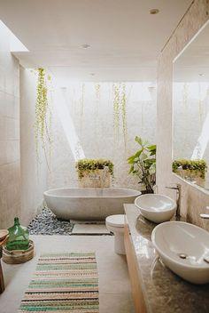 A Modern Balinese Holiday Villa in Canggu Balinese Villa, Balinese Decor, Balinese Bathroom, Bali House, Outdoor Bathrooms, Dream Bathrooms, Farmhouse Bathrooms, Home Interior, Bathroom Interior