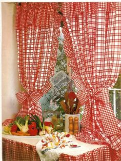 cortinas de cocina Curtain Holder, Curtain Rods, Country Kitchen Curtains, No Sew Curtains, Shabby Home, Red Cottage, Fabric Combinations, Window Dressings, Curtain Designs