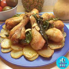 Al pelotón con pimiento y pollo, completo plato de pollo, patatas y pimientos bien sencillo y delicioso. Diet Recipes, Chicken Recipes, Cooking Recipes, Healthy Recipes, Meat Chickens, Finger Foods, Chicken Wings, Love Food, Tapas