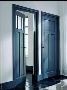 Als je deur een andere kleur geeft dan de muur, dan ook het kozijn.