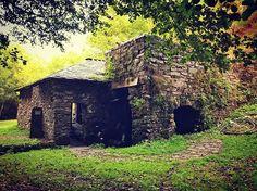 susomarcosA veces lo tenemos muy cerca #besullo  #architecture #mazo #ferreiro #industry #oldindustry #ironindustries #culture #nature #oldwork #asturias  #spain #north