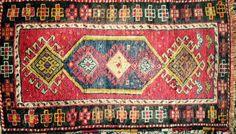 small turkish rug.   050x100cm beautiful colors perfect condition. henideàhotmail.com