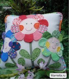 Наволочка с цветочками для детской подушки