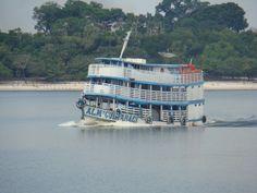 """Chalana o """"onibus"""" dos rios da amazônia, que proposciona transporte aos ribeirinhos para os grandes centros urbanos. (Pescaria organizada pela ORLANTOUR, /www.orlantour.com.br/ , em outubro de 2008). Con-11-2008"""