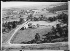 Searle, E. (Edward William) Aerial view of Wilberforce, New South Wales, ca. Old Pictures, Old Photos, Vintage Photos, Blue Mountains Australia, Aboriginal History, Historical Images, Historical Architecture, South Wales, Aerial View