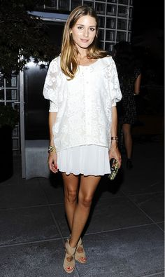 Clothes for Romantic Night - How great would this Olivia Palermo look be for date night? // - If you are planning an unforgettable night with your lover, you can not stop reading this! Estilo Olivia Palermo, Olivia Palermo Lookbook, Olivia Palermo Style, All White Outfit, White Outfits, Dressy Outfits, Stylish Outfits, White Dress, Looks Street Style