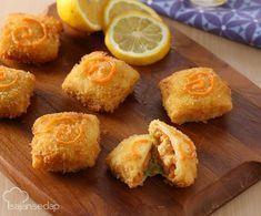 Risoles Udang Melepuh adalah variasi risoles yang banyak disuka. Kata 'melepuh' berasal dari melelehnya keju mozzarella saat risoles digoreng. Kudapan sore satu ini pasti dinantikan oleh para penggem