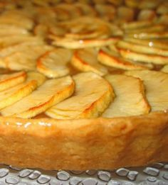 Aprenda a fazer Tarte de maça de maneira fácil e económica. As melhores receitas estão aqui, entre e aprenda a cozinhar como um verdadeiro chef. Sweet Recipes, Cake Recipes, Snack Recipes, Dessert Recipes, Cooking Recipes, Portuguese Desserts, Portuguese Recipes, Sweet Pie, Sweet Tarts