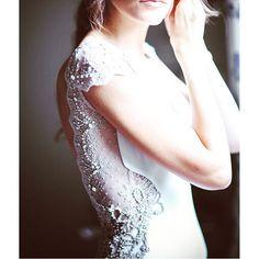 Otra nueva imagen de Inma , un vestido que desde cualquier perspectiva tiene muchísimos detalles por descubrir #atelier #aliciarueda #bride #couture #weddingdress #novia #marriage #boda #handmade #todoloquetepuedasimaginar #esposible #loveinma #lovemywork