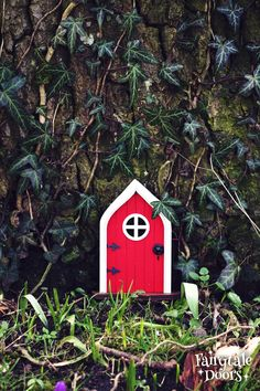 Fairy Door 'Mara' in Red - Red Fairy door - Fairy door for tree - Miniature door - Fairy garden - Fairytale door - Tooth Fairy door