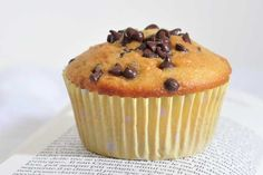I muffin senza latte e senza burro sono perfetti per chi è intollerante al lattosio. Vediamo insieme la ricetta e come prepararli al meglio Latte, Biscotti, Muffins, Food And Drink, Healthy Recipes, Healthy Food, Breakfast, Sweet, Desserts