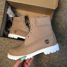 7 Confident Tips AND Tricks: Shoes Teen Sports cute shoes designs.Shoes Boots Casual slip on shoes brown.New Balance Shoes Timberland Outfits, Timberland Stiefel Outfit, Timberlands Shoes, Shoes Sneakers, Shoes Heels, Timberlands Women, Timbs Outfits, Brown Timberland Boots, Timberland Boots Women