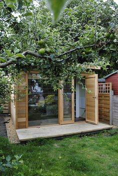 7c42be0e8c6b45eb9fb5894afd183b2f--sheds-eco Pallet Greenhouse Plan Instructions on pallet chest plans, pallet shed, pallet playhouse plans, pallet pool plans, pallet trunk plans, pallet gazebo plans, pallet fence plans, pallet gardening plans, pallet gate plans, pallet planter plans, pallet lamp plans, pallet dresser plans, pallet hutch plans, pallet shelf plans, pallet deck plans, pallet cabinet plans, pallet bench plans, pallet fireplace plans, pallet swing plans, pallet storage plans,