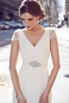 Fresh V Neck Pleated Cap Sleeved A-line Tulle Outdoor Wedding Dress with Crystal Brooch