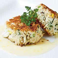 Sweet Corn, Leek, and Basil Crab Cakes: Served with the same Champagne-Citrus Beurre Blanc as the Roasted Grouper and stuffed with savory ingredients like sweet corn, these crab cakes pack quite a flavorful punch. (Link to Coastal Living for recipes) Seafood Dishes, Fish And Seafood, Crab Dishes, Jai Faim, Crab Recipes, Leek Recipes, Good Food, Yummy Food, Gourmet