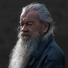 Rey fives cepan Gandalf, Old Man With Beard, Hair And Beard Styles, Long Hair Styles, Lorien Legacies, Long Hair Beard, Billy Gibbons, I Am Number Four, Old Faces
