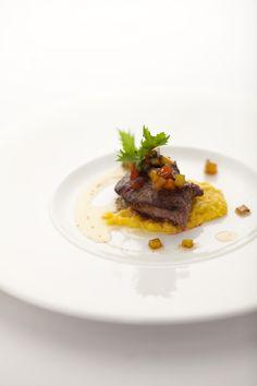 マグロ頬肉のソテー スウィートコーンのピューレ ベジタブルマティニヨンとバルサミコドレッシング(コースメニューA)