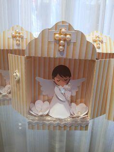 Mini oratório em scrap com anjinho. Ideal para lembrancinha ou decoração de batizado, primeira eucaristia, etc. Você pode escolher a cor do oratório.