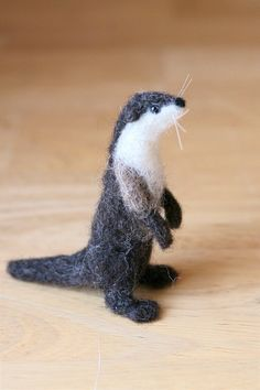 Needle Felted Animal - River Otter I'm going to make one of these for me! I love otters! Wet Felting, Needle Felting, River Otter, Felt Mouse, Felting Tutorials, Needle Felted Animals, Felt Fabric, Forest Animals, Felt Art