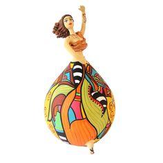 Bailarina Bapi - Bailarina Folia Pe-SS - tem corpo volumoso e cores variadas. A pintura criativa e rica em detalhes garante charme e alto astral a qualquer ambiente da casa ou do escritório. São produzidas com os frutos do cabaceiro -- cabaça ou porongo. No Brasil, o fruto é usado em instrumentos musicais (berimbau, maraca), nas cuia de chimarrão e como utensílios domésticos (moringa ou vasilha). . Tam. 24,5cm X 12cm.  Promoção frete grátis (PAC Correios) para todo o Brasil. R$348,00