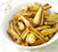 Crisp Honey Mustard Parsnips: Dried mustard adds a slight heat to this sweet, vegetarian side dish. Xmas Dinner, Christmas Lunch, Christmas Recipes, Christmas Kitchen, Bbc Good Food Recipes, Cooking Recipes, Side Recipes, Honey Roasted Parsnips, How To Make Crisps
