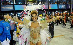 Carla Prata desfila como rainha da bateria da Grande Rio