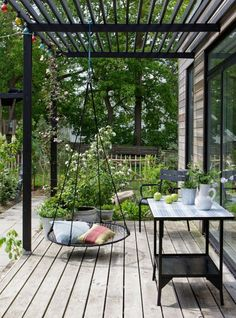 Check out these inspiring pergola plans and ideas for your yard.
