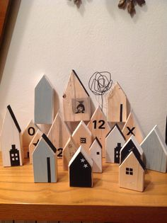 Small Wooden House, Wooden Cottage, Wooden Houses, Scrap Wood Crafts, Reclaimed Wood Projects, Art Haus, Dremel Projects, Wood Christmas Tree, Indoor Christmas Decorations