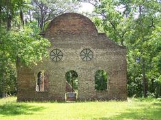 Pon Pon Chapel of Ease near the Edisto River off the old stagecoach road (dirt) known as Parkers Ferry Road, Jacksonboro, SC.  Built around 1754. John Wesley preached two sermons here in 1737. The church was burned in 1801.