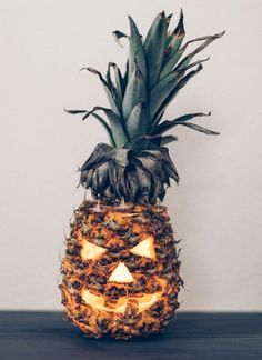 People Are Carving Pineapples For This Halloween, And They Look Pretty Awesome - http://buzzlike.org/people-are-carving-pineapples-for-this-halloween-and-they-look-pretty-awesome/